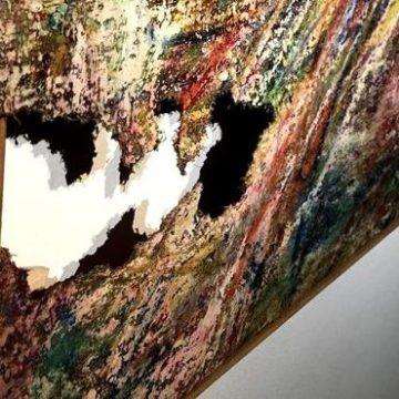 Arte: Fabio Sargentini e le sue opere accidentate in mostra a Roma