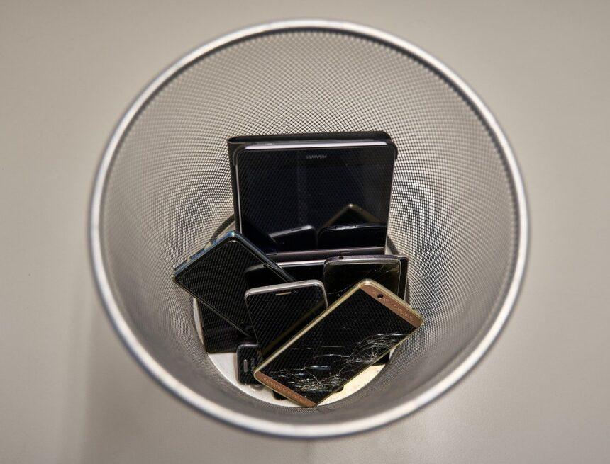 Rifiuti elettronici, come smaltire smartphone e tablet